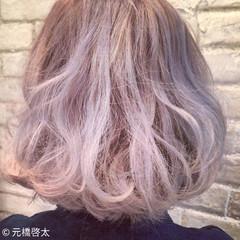 アッシュベージュ モード ミディアム ハイライト ヘアスタイルや髪型の写真・画像