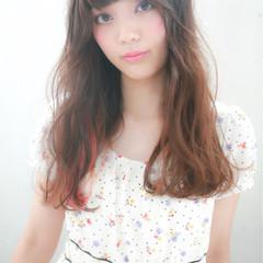 外国人風 セミロング ゆるふわ ハイライト ヘアスタイルや髪型の写真・画像