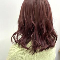 ピンクカラー セミロング ナチュラル ピンクベージュ ヘアスタイルや髪型の写真・画像