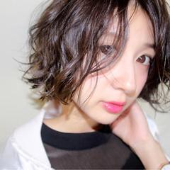 アンニュイ ウェーブ ボブ モード ヘアスタイルや髪型の写真・画像
