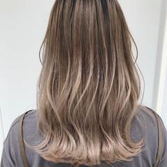 ヌーディベージュ ホワイトグラデーション コンサバ ミルクティーベージュ ヘアスタイルや髪型の写真・画像