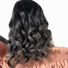 フェミニン セミロング グレージュ グラデーションカラー ヘアスタイルや髪型の写真・画像
