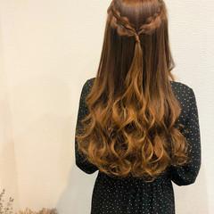 フェミニン ロング ハーフアップ 編み込み ヘアスタイルや髪型の写真・画像