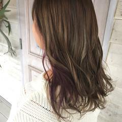 ベージュ ピンクパープル ロング インナーカラー ヘアスタイルや髪型の写真・画像
