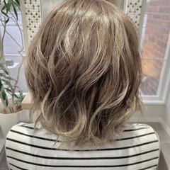 ホワイトベージュ ブリーチ ミルクティーグレージュ ガーリー ヘアスタイルや髪型の写真・画像