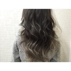 外国人風 グラデーションカラー グレージュ 暗髪 ヘアスタイルや髪型の写真・画像