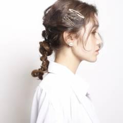 三つ編み ヘアアレンジ ヘアアクセ フィッシュボーン ヘアスタイルや髪型の写真・画像