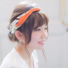 セミロング アッシュ フェミニン ヘアアレンジ ヘアスタイルや髪型の写真・画像