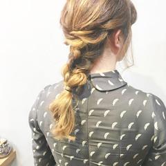 ミディアム ふわふわヘアアレンジ 結婚式ヘアアレンジ ミルクティーベージュ ヘアスタイルや髪型の写真・画像