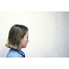 グレージュ 切りっぱなし 外ハネ ウェットヘア ヘアスタイルや髪型の写真・画像