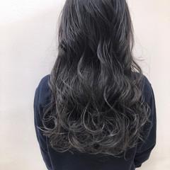 グレージュ アッシュ ロング コンサバ ヘアスタイルや髪型の写真・画像