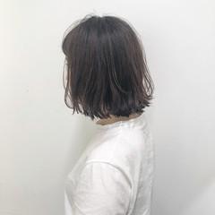 外ハネ ショートボブ グレージュ ガーリー ヘアスタイルや髪型の写真・画像