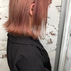 ミディアム ガーリー ピンク ハイトーンカラー ヘアスタイルや髪型の写真・画像