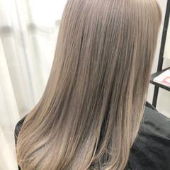ミルクティーベージュ インナーカラー ミルクティーアッシュ ナチュラル ヘアスタイルや髪型の写真・画像