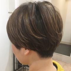 ブルーアッシュ ショート コントラストハイライト 大人ハイライト ヘアスタイルや髪型の写真・画像
