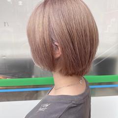ショートボブ ミルクティーベージュ ナチュラル ブリーチカラー ヘアスタイルや髪型の写真・画像