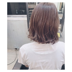 束感 ハイライト ミディアム イルミナカラー ヘアスタイルや髪型の写真・画像