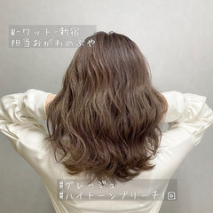 ハイライト グレージュ ナチュラル ショートボブ ヘアスタイルや髪型の写真・画像