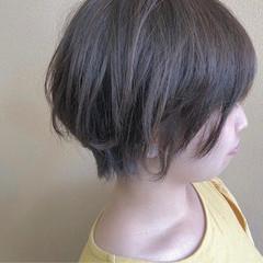 スモーキーアッシュ アッシュ ショート ナチュラル ヘアスタイルや髪型の写真・画像