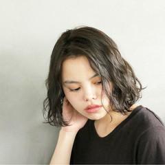 パーマ 簡単 暗髪 ナチュラル ヘアスタイルや髪型の写真・画像