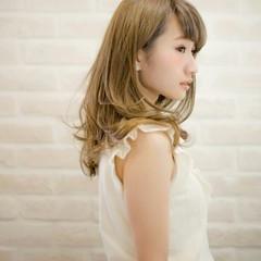 ガーリー 前髪あり ブリーチ フェミニン ヘアスタイルや髪型の写真・画像