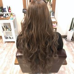 ハイトーン 透明感 グレージュ 上品 ヘアスタイルや髪型の写真・画像