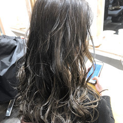 バレイヤージュ グラデーションカラー グラデーション シルバー ヘアスタイルや髪型の写真・画像