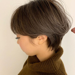 耳掛けショート 小顔ショート アンニュイほつれヘア ナチュラル ヘアスタイルや髪型の写真・画像