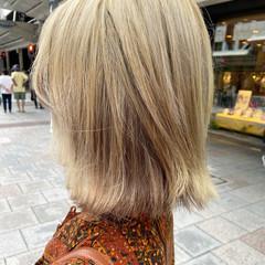 ナチュラル ブリーチカラー ミディアム アッシュグレージュ ヘアスタイルや髪型の写真・画像