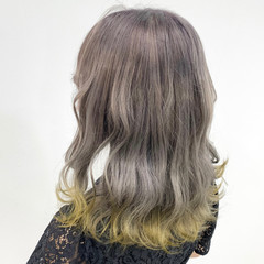 ミディアム ハイトーン ハニーイエロー グラデーション ヘアスタイルや髪型の写真・画像