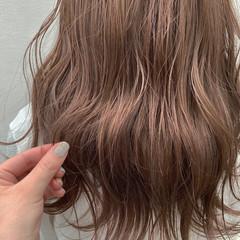 ロング ベージュ ピンクベージュ フェミニン ヘアスタイルや髪型の写真・画像