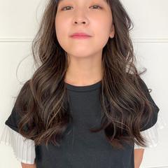 インナーカラー ロング 暗髪 ハイライト ヘアスタイルや髪型の写真・画像