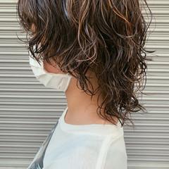 ウルフカット パーマ 極細ハイライト ミディアム ヘアスタイルや髪型の写真・画像