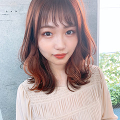 ミディアム モテ髪 フェミニン ひし形シルエット ヘアスタイルや髪型の写真・画像
