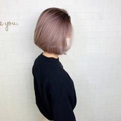 バレイヤージュ ナチュラル ハイトーンカラー 切りっぱなしボブ ヘアスタイルや髪型の写真・画像