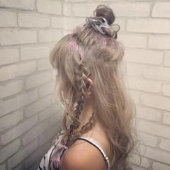 ロング ハイトーン ヘアアレンジ お団子 ヘアスタイルや髪型の写真・画像