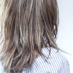 ナチュラル ハイライト 大人ハイライト ロング ヘアスタイルや髪型の写真・画像