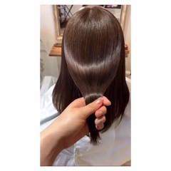 ブラウンベージュ ミディアム 髪質改善 ナチュラル ヘアスタイルや髪型の写真・画像
