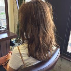 セミロング アッシュベージュ 大人かわいい 外国人風 ヘアスタイルや髪型の写真・画像