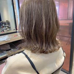大人ハイライト グレージュ ナチュラル アンニュイほつれヘア ヘアスタイルや髪型の写真・画像
