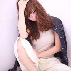 セミロング アッシュ ストリート 波ウェーブ ヘアスタイルや髪型の写真・画像