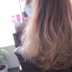 フェミニン ダブルカラー ベージュ グラデーションカラー ヘアスタイルや髪型の写真・画像