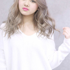 ロング 渋谷系 ミルクティー 外国人風 ヘアスタイルや髪型の写真・画像