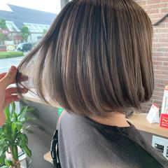 ダブルカラー ボブ ミルクティーグレージュ グレージュ ヘアスタイルや髪型の写真・画像