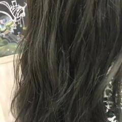 カーキアッシュ アッシュ オリーブアッシュ スモーキーアッシュ ヘアスタイルや髪型の写真・画像
