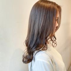 ブリーチなし ミルクティーグレージュ グレージュ ナチュラル ヘアスタイルや髪型の写真・画像