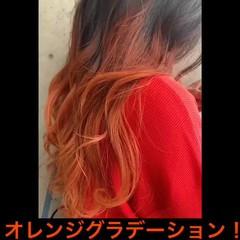 オレンジカラー セミロング ブリーチ必須 グラデーションカラー ヘアスタイルや髪型の写真・画像
