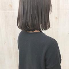 くすみカラー ナチュラル オリーブアッシュ アッシュグレー ヘアスタイルや髪型の写真・画像