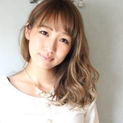 ウェーブ 外国人風 グラデーションカラー セミロング ヘアスタイルや髪型の写真・画像