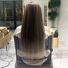 金髪 ミルクティーベージュ ストレート エレガント ヘアスタイルや髪型の写真・画像